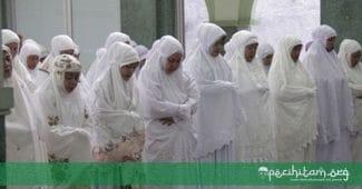 Begini Posisi Imam Perempuan dalam Sholat yang Paling Afdhol
